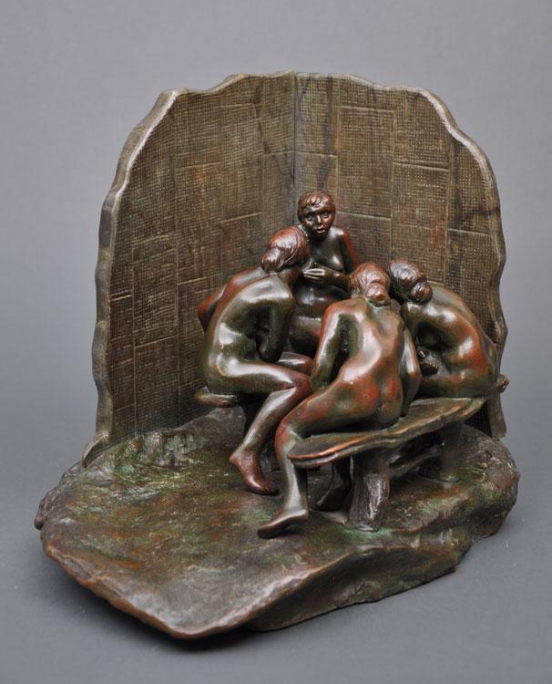 Camille CLAUDEL (1864 - 1943), Les Causeuses au paravent, 1893 - 1905, bronze et marbre ou albâtre teinté, fonte Eugène Blot, 1905, H.32 L.34 P.24 cm, Musée Camille Claudel Nogent-sur-Seine, inv.2010.1.17, achat à Reine-Marie Paris en 2008